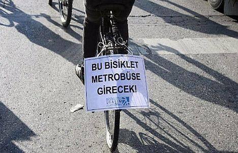 Ve bisiklet metrobüste..