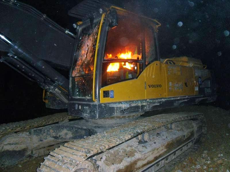 ELF (Yeryüzü Kurtuluş Cephesi) Kuzey Ormanları'nda iş makinesi yaktı