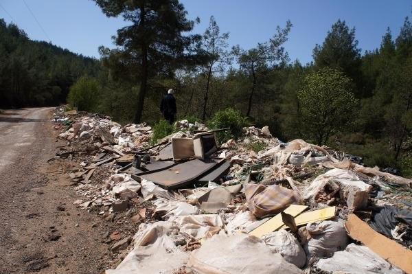 Marmaris ormanları moloz çöplüğüne döndü