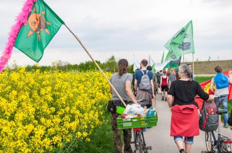 Hambach Ormanı Direnişçileri Bizlerle!