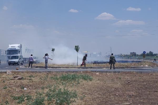 'Tarlalarımızı sulayamıyoruz' diyen köylüler TOMA'yla sulandı!