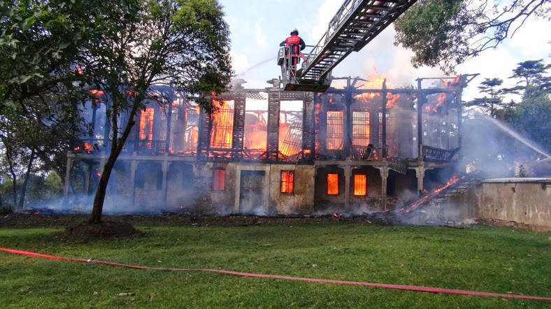 Yangın Sonucu Kül Olan Hüseyin Avni Paşa Köşkü 'Yıkım Yasağı Kaydıyla' Satılmış