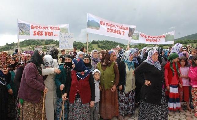 Yolüstü köyü sakinleri tepkili: Bir taş ocağı, iki HES'imiz var yeter!