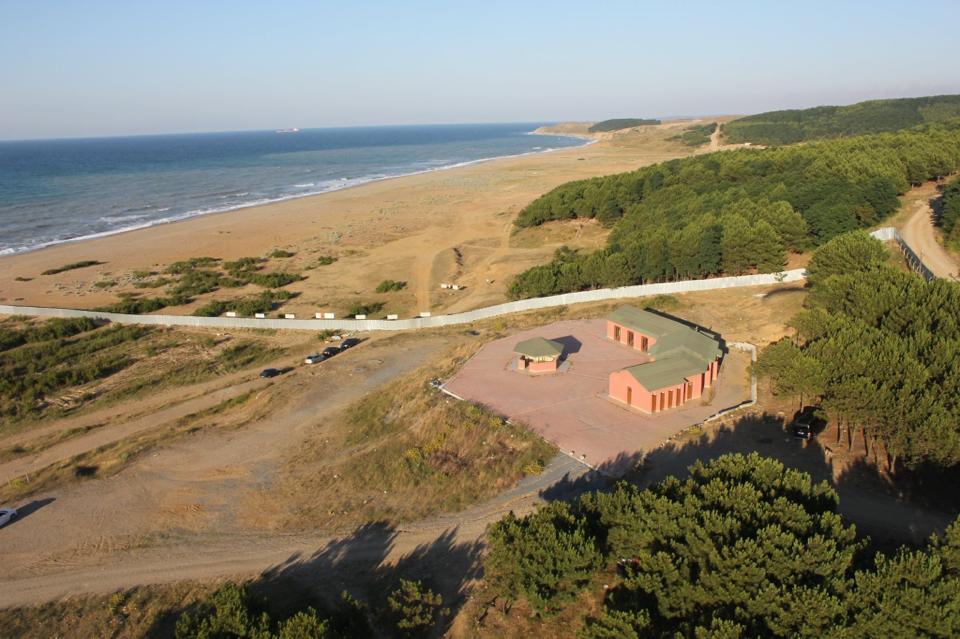 """Ağaçlı sahili bir günde """"patlama sahası""""na döndü, sahil halka kapatıldı!"""