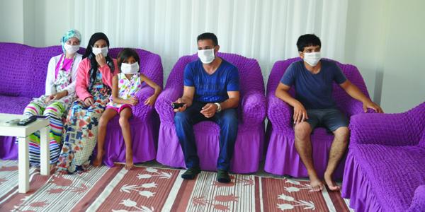 Mahalle halkı kötü koku nedeniyle maskeyle yaşıyor
