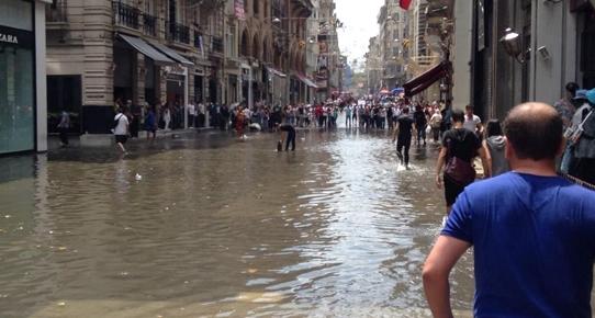 İşte beton İstanbul, işte İstiklal göleti!