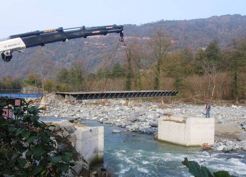 Arhavi'de deresini savunanlar kazandı, MNG köprüsünü alıp gitti!