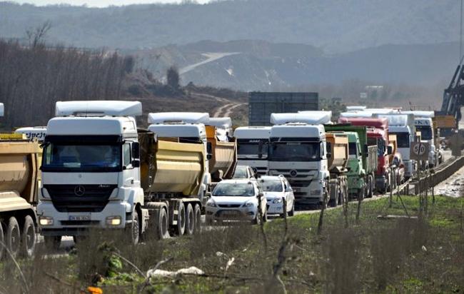 3'üncü havalimanından hafriyat taşıyan kamyonlar, 'Davutoğlu rahatsız olmasın diye' orman köylerine yönlendirilmiş!