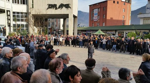 Yeşil Artvin Derneği maden zaferini duyurmak için sokakta