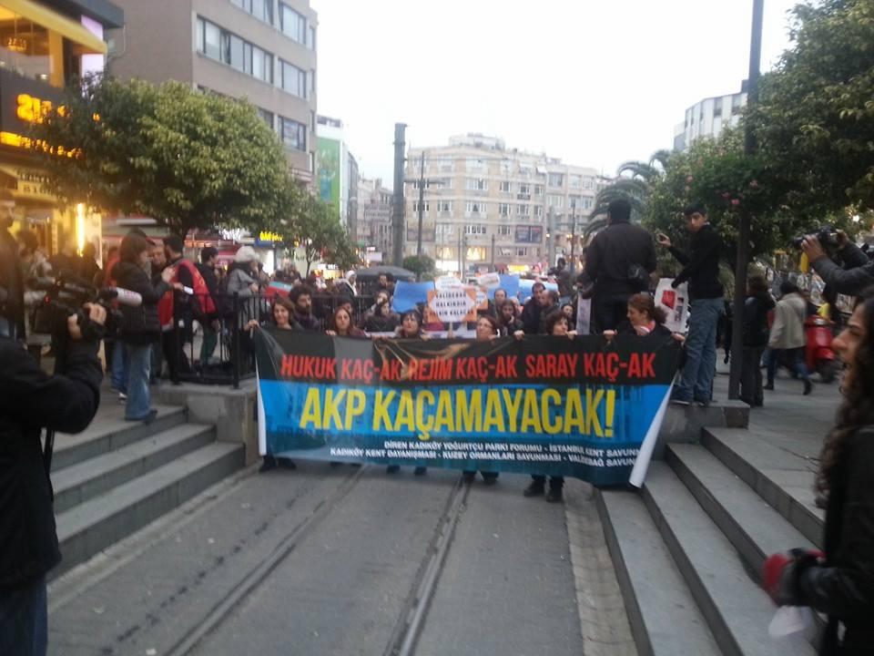 """""""Saraylar sizin, sokaklar bizim!"""""""