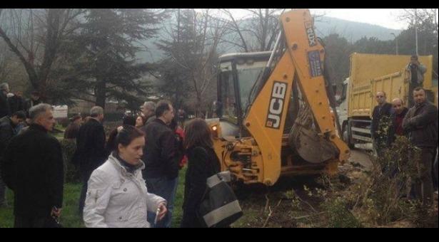 Bursa'da Teleferik Halkı Katledilen Ağaçlarının Yerine Yenisini Dikiyor