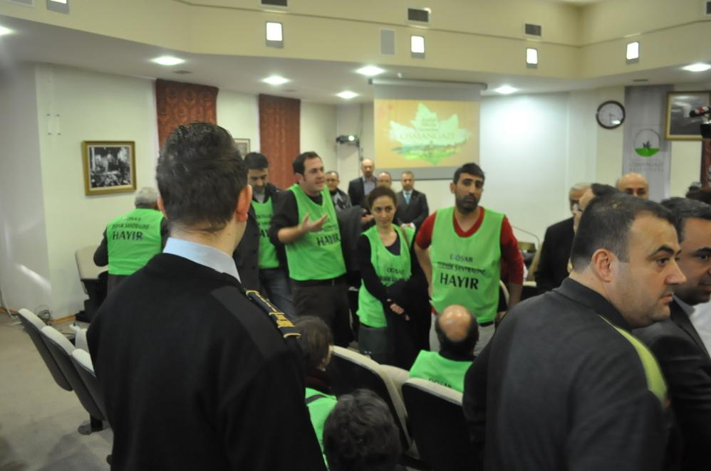 'DOSAB'da termiğe hayır' diyenler Belediye Meclisi'ne girdi, Başkan Dündar salonu terketti
