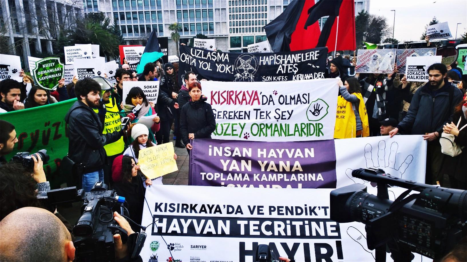 Yaşam savunucuları Pendik ve Kısırkaya ölüm kamplarına karşı İBB'ye yürüdü