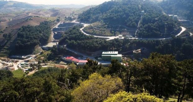 İzmir'de Efemçukuru altın madeninden dereye çimento akıyor