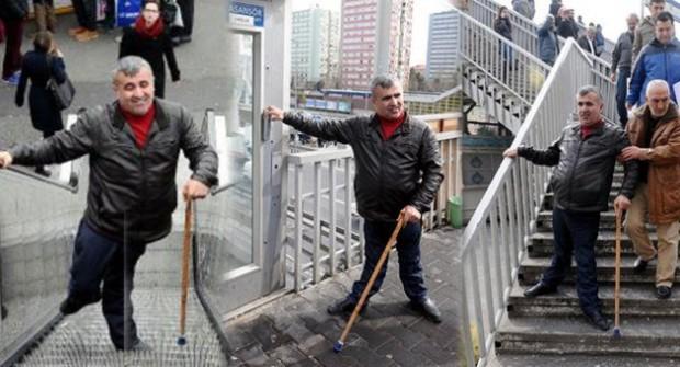 Engellilerin metrobüs çilesi: Bozuk asansörler, çalışmayan merdivenler