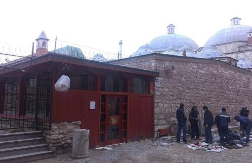 İstanbul Beyazıt'ta Tarihi Hamamın Külhan Girişine Kafe