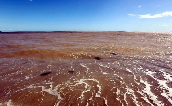 Antalya Körfezi çamur deryasına döndü