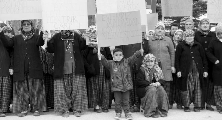 Devlet Bolu'da da 'acele kamulaştırma' dedi: Evleri ellerinden alınmak istenen köylüler eyleme başladı