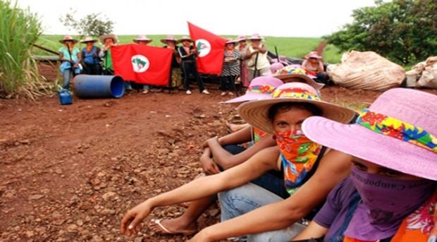 Brezilya'da Topraksız Köylüler Hareketi'nden kadınlar bir GDO laboratuvarını bastı