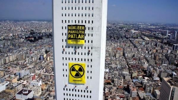 Greenpeace'ten 177 metre yükseklikte 'Akkuyu'ya hayır' eylemi: Nükleer pahalıya patlar
