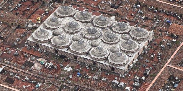 550 yıllık Kapalıçarşı'ya 'kaçak kat': Tarihi yarımadada ticari alanlara teras izni