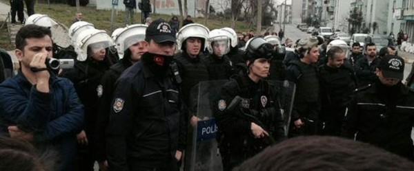 Polis Başakşehir'de yeşil alanları için direnen yurttaşlara plastik mermilerle saldırdı, 10 kişiyi gözaltına aldı