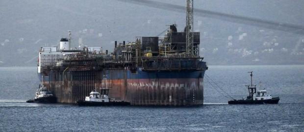 İzmir'de, radyoaktif madde taşıdığı iddia edilen Kuito'nun sökülme işlemi başladı