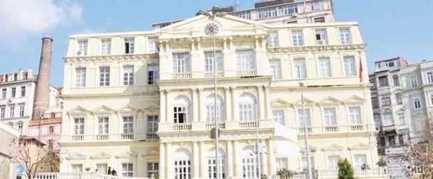 Misbah Başkan da 'çalışıyor': Belediyeye kaçak bina yapmış, kiraya bile vermiş