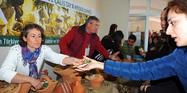 Yüzlerce kişi, Seferihisar Belediyesi'nin yerel tohumları yaşatma mücadelesinde buluştu