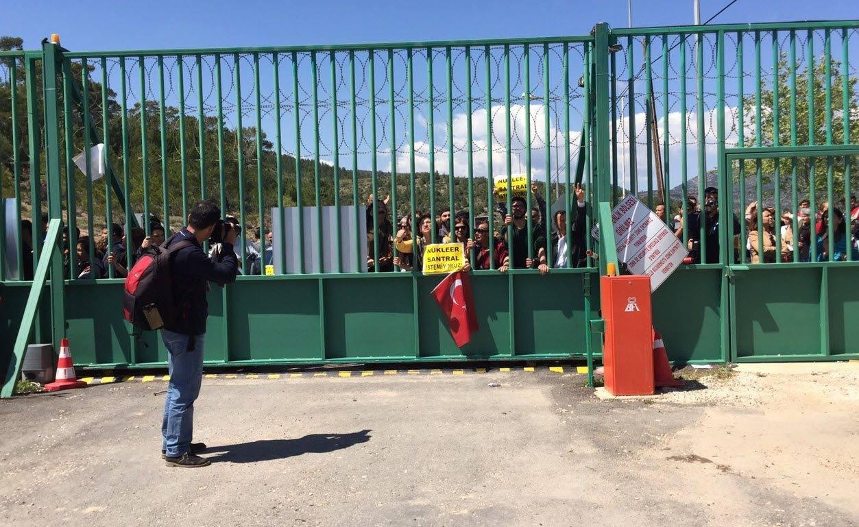 Mersinliler Akkuyu'da temel attırmıyor: Nükleer karşıtları inşaat alanı girişinde