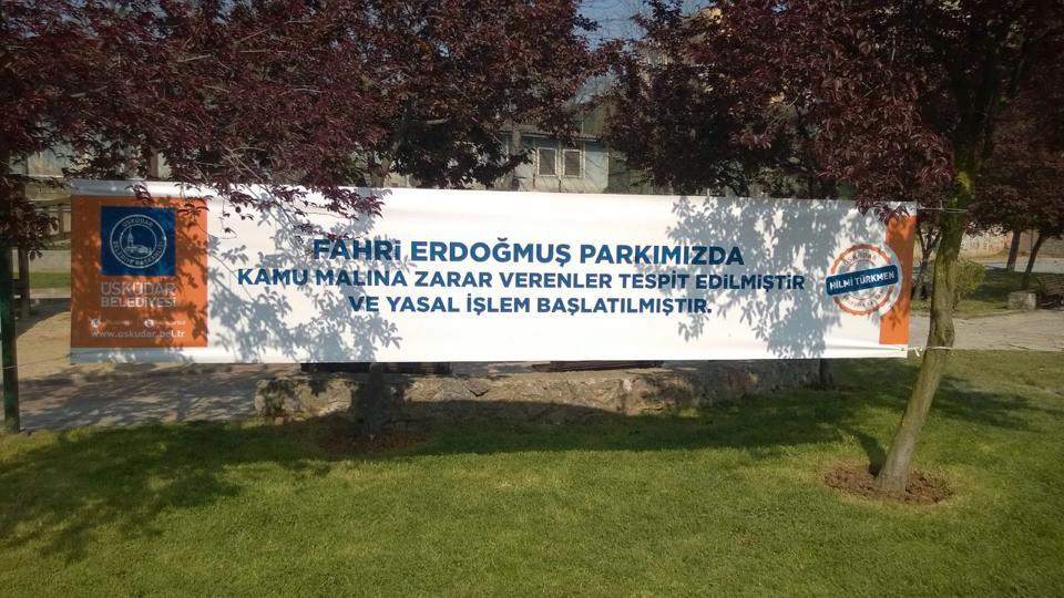 Üsküdar'da AKP'li belediyeden mahalleliye tehdit gibi pankart