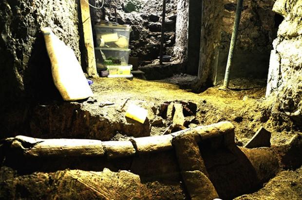 Beyoğlu'nda Pera'nın altından nekropol çıktı!