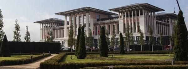 Mimarlar Odası: Ak Saray'ın sürekli kuruyan ağaçlarına 2.5 milyar TL harcandı