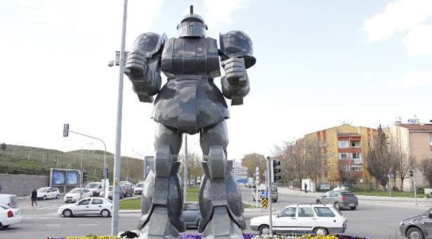 Gökçek robotlarını mimarlara hakaret ederek savundu