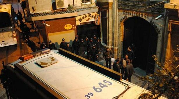 Kapalıçarşı direnişine polis saldırısı: Rant için tarihi kapı kırıldı