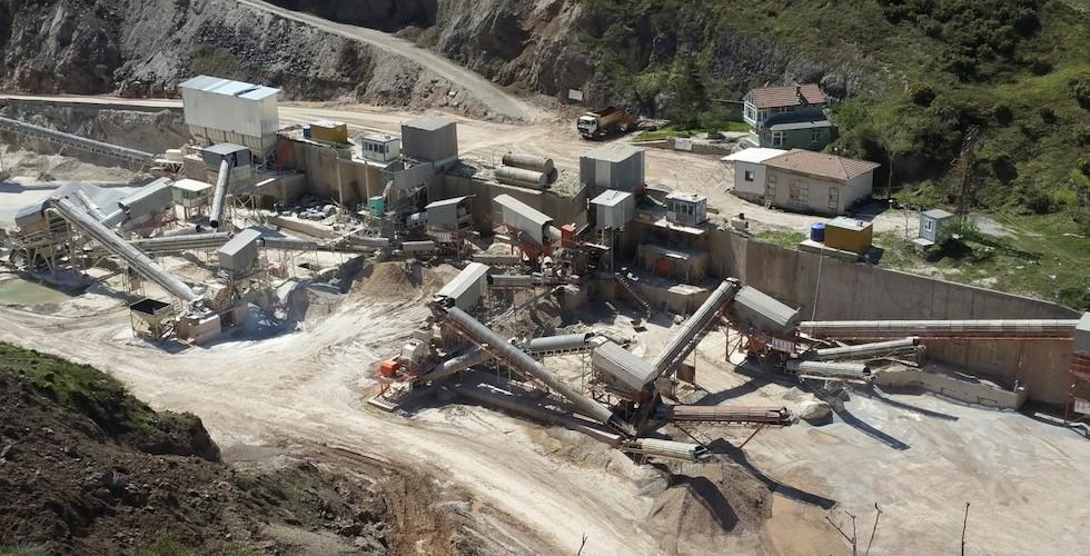 Kartepe'de doğaya zarar veren iki taş ocağı mühürlendi