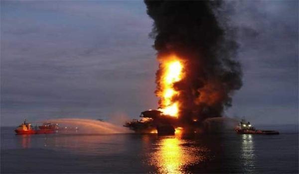 Meksika körfezinde yine petrol platformu patladı: 4 ölü, 45 yaralı