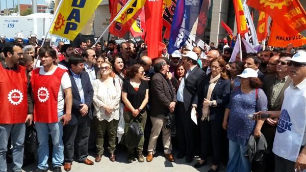 Çağlayan'da 1 Mayıs gözaltılarını protesto eden avukatlara polis saldırısı