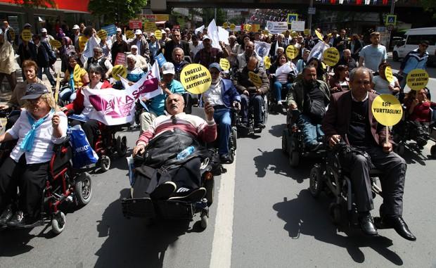 """Engellilerden Ankara'da büyük buluşma: """"Dilenmiyoruz, direniyoruz!"""""""