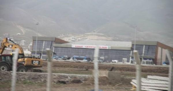 Erdoğan ve Davutoğlu Yüksekova'da bitmeyen havaalanı açacak!