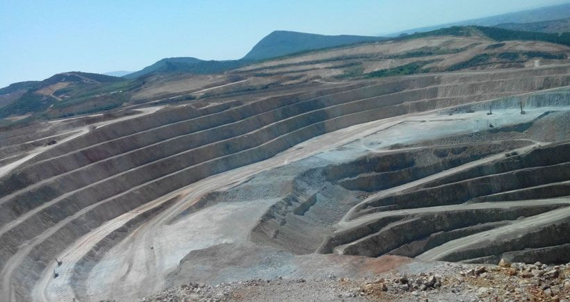 Altın madeni koca dağı eritti