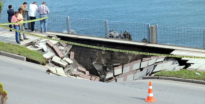 Zonguldak'ta sahil yolu çöktü