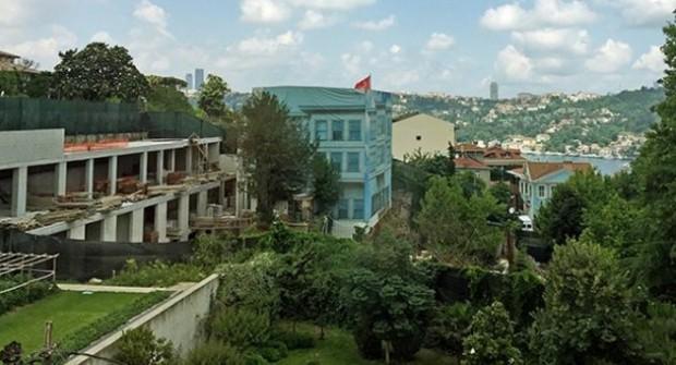 Boğaz'da Rıza Sarraf'ın önüne yattılar