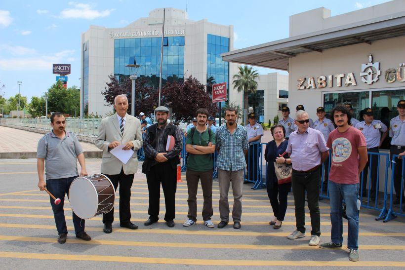 Kocaeli Belediyesi önünde Dubai Port Limanı protestosu