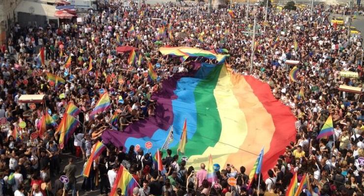 LGBTİ'ler aşkı isyana katıp bir kez daha 'onur'ları için yürüyor: Nerdesin aşkım?