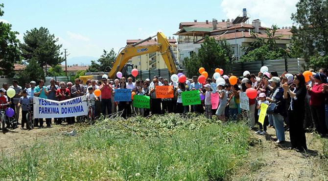 Çocuk parkı diye kamulaştırdılar, inşaat alanı oldu
