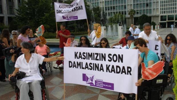 """Kas Hastaları Derneği'nden İBB önünde eylem; """"Kasımızın Son Damlasına Kadar"""""""