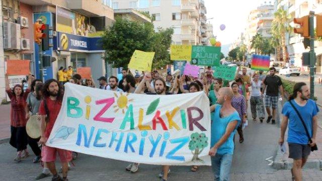 Alakır Nehri Kumluca'ya Aktı: Biz Alakır Nehriyiz! Borulara Hapsedilmeyiz!