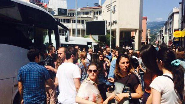 Artvin Valiliği önünde toplananlar destek için Cerattepe'ye çıkıyor