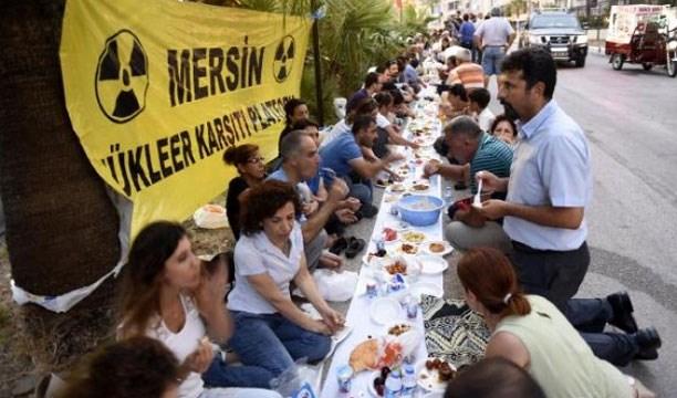 Nükleer sermayenin Hilton'daki iftarına karşı çevrecilerden 'yeryüzü sofrası'